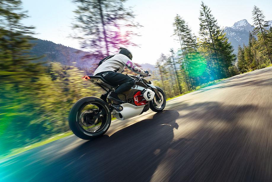 MIERSWA & KLKUSKA shoots the BMW Vision DC Roadster